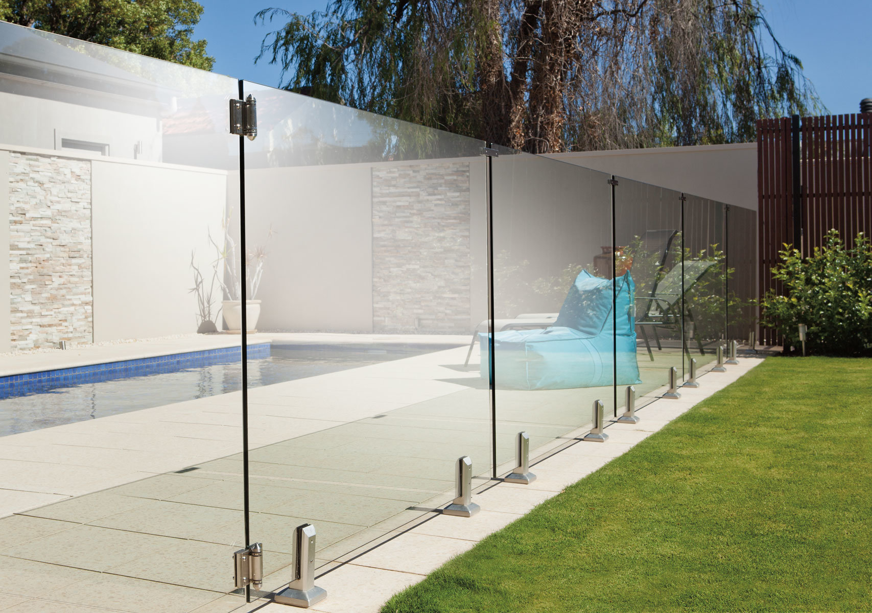 7 Things to Consider Before Installing a Glass Pool Fence